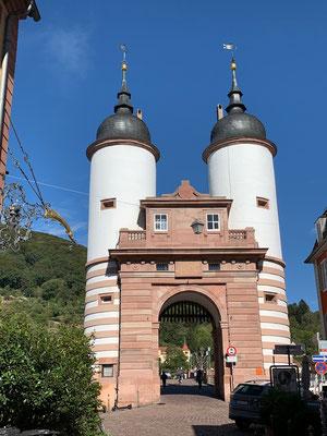 Das bekannte Brückentor von Heidelberg