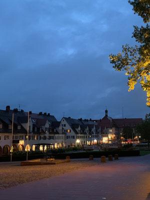 Hier ist der grösste Marktplatz Deutschlands zu bewundern - auch schön bei Nacht!