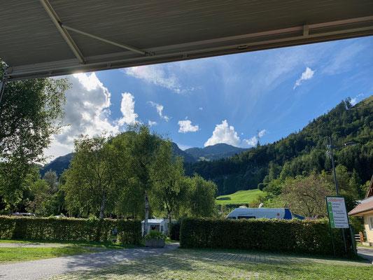 Ausblick in die Tiroler-Bergwelt von unserem Stellplatz in Kramsach