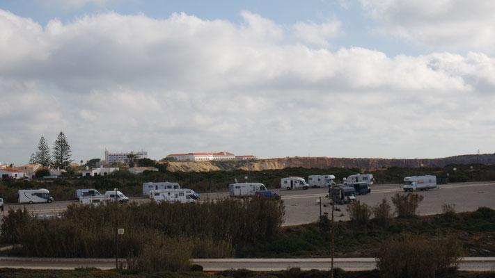 Stell- und Übernachtungsplatz unterhalb der Festung von Sagres
