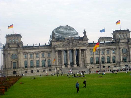 Das Reichstagsgebäude, 4x so gross wie das Weisse Haus