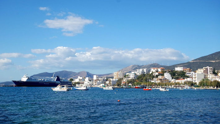 Von Marmaris erreicht die Fähre nach 1 Std. das Festland in Rafina