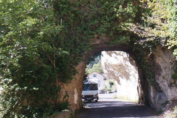Tunnels - hübsch warten, zuerst kommen wir!
