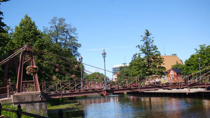 Die schmucke, alte Järnbron-Brücke über den Fyrisan-Fluss in Uppsala