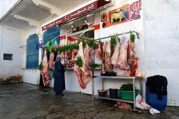In Larache auf dem Markt, ihre Kauffreude ist wohl grösser .......