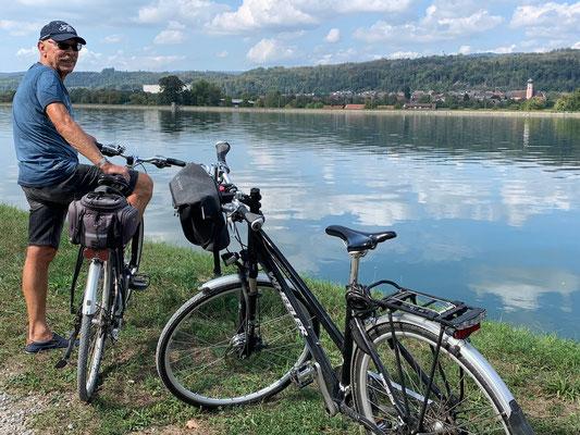 Radeln entlang dem schönen Rhein