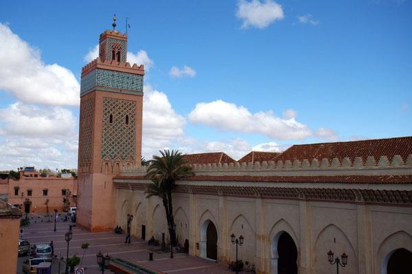 Eine der zahlreichen Moscheen der Medina