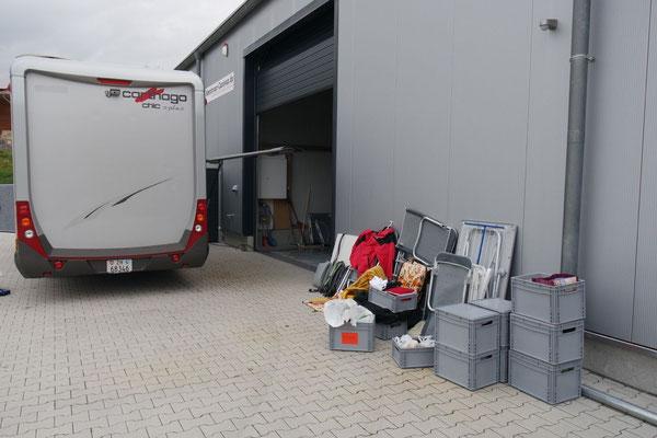 Alles muss raus - für die Montage der Verstärkung am Gestell in der Garage