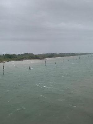 Einfahrt in den neuen Hafen von Venedig
