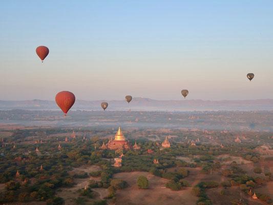 Pagodenlandschaft aus Ballon-Sicht