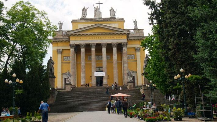Die imposante Basilika von Eger ist die 2. grösste Kirche Ungarns