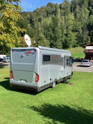 CaRiBa2 in Juckern-Saland auf dem Campingplatz - langsam verlagert sich der Kisteninhalt in die Staufächer