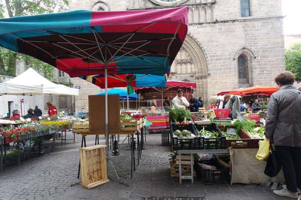 Marktgeschehen in Cahors