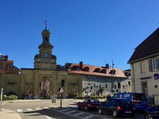 Blauer Himmel über Pontarlier