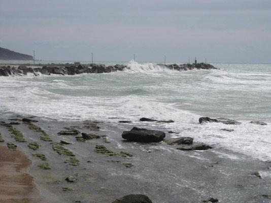 Stürmische Stimmung am Hafen von Siculiana Marina