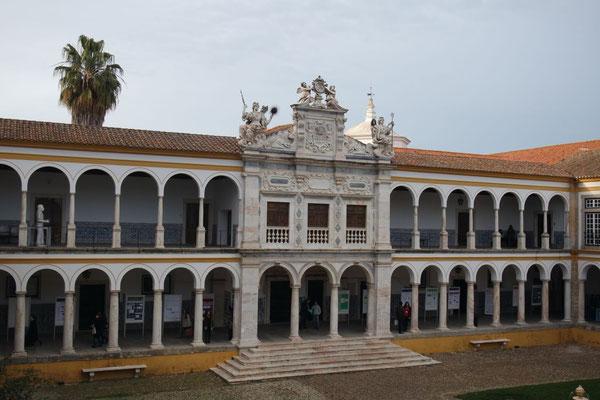 Der Innenhof der Universität
