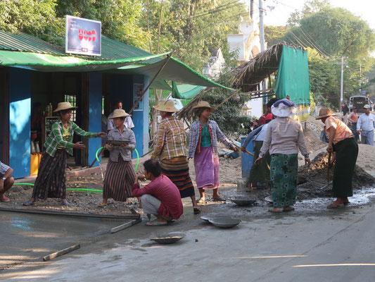 Frauenpower auf der Baustelle in Mingun