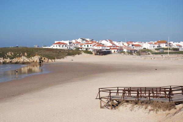 Ein Teil von Baleal liegt auf einer Halbinsel, ein befahrbarer Damm ist die Verbindung zum Festland