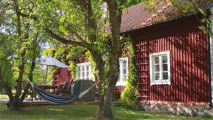 Schweden-Idylle - die Hängematte wirkt ziemlich einladend auf uns Vorbeifahrende.......