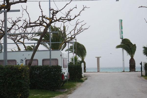 Blick zum Meer vom Campingplatz in Drépano