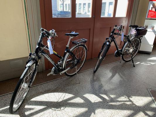 Ab Romanshorn-Bhf schicken wir sie auf Reisen nach Velafrica!