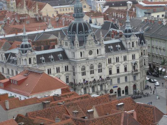 Vom Schlossberg der Blick zum Rathaus