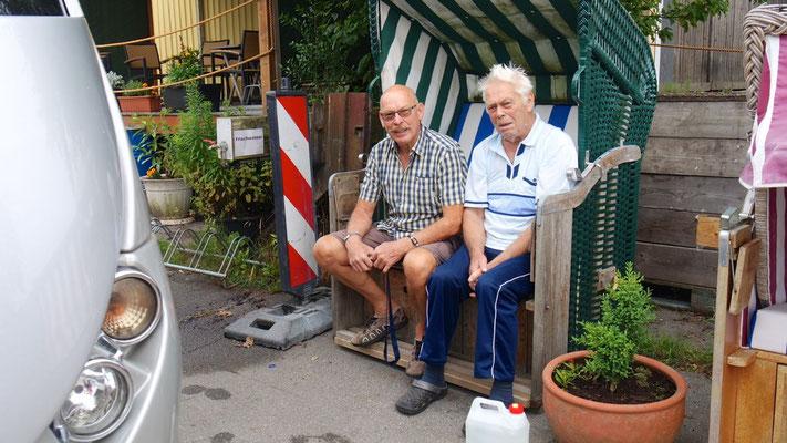 Auf dem Stellplatz in Kiel-Förde: Wohnmobilisten-Latein im Strandkorb