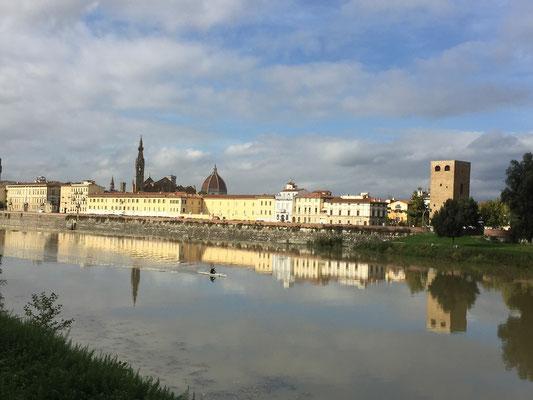 Entlang dem Arno - Der Duomo di Firenze winkt bereits
