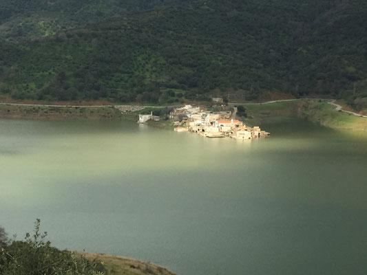 Das versunkene Dorf Sfendili am Aposselemi-Stausee, an der Strecke zur Lasithi-Hochebene