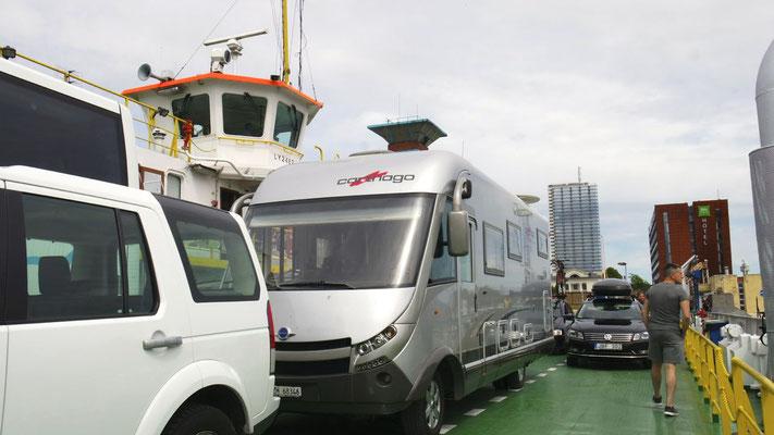 Mit der Fähre in 5 Minuten von Klaipeda auf die Kurische Nehrung, deren südlicher Teil in Russland mit dem Festland verbunden ist