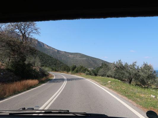 Auf praktisch leeren Strassen gehts nach Alt Korinth