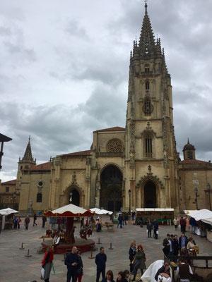 Bei der Kathedrale von Oviedo
