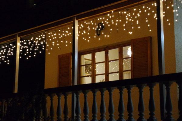 Weihnachtliche Beleuchtung bei Billy und Hans