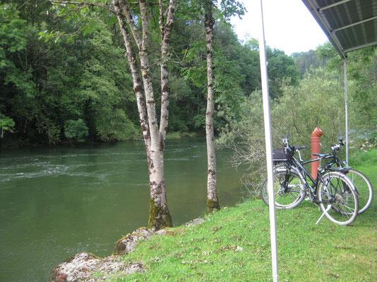 Unmittelbar am Doubs-Ufer