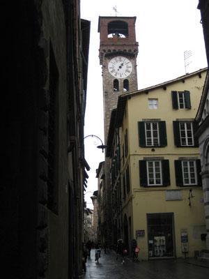 Blick in eine Gasse in Lucca