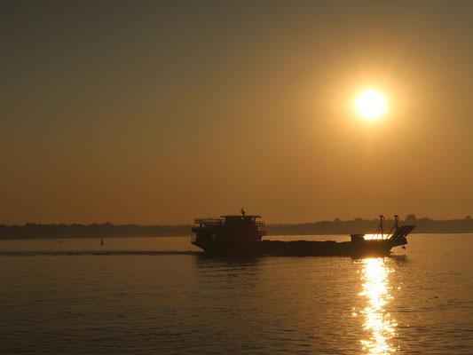 Und zum Irrawaddy Sonnenaufgang