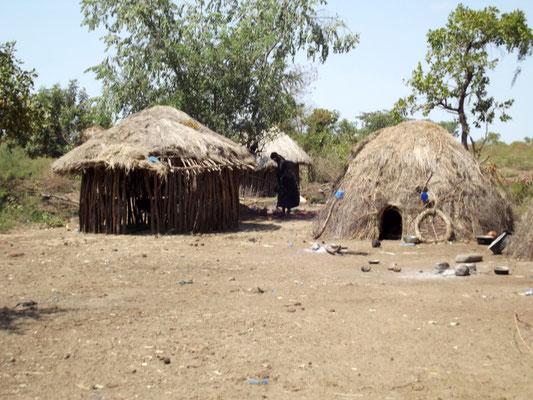 Mursi's House Les Mursi en Ethiopie. Voyage Séjour Trek Trekking Randonnée Road Trip en Ethiopie Visite de la Vallée de l'Omo en Ethiopie.