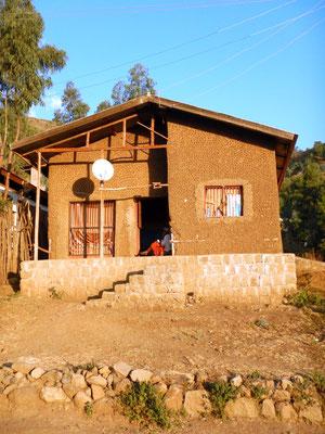 Une maison du nouveau quartier de Lalibela Ethiopie. Lalibela en trek une ville sereine.  Voyage Séjour Trekking et randonnée, Road Trip en Ethiopie.  Région Amhara