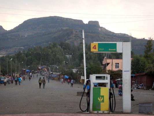 La seule pompe à essence au centre de  Lalibela en Ethiopie