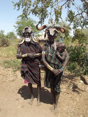 Des Femmes Mursi Les Mursi en Ethiopie. Voyage Séjour Trek Trekking Randonnée Road Trip en Ethiopie Visite de la Vallée de l'Omo en Ethiopie.
