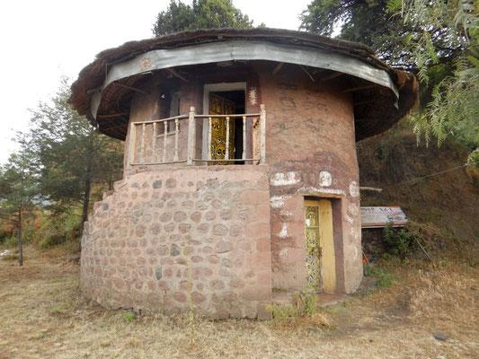 Le Godgo du Roi des rois Haile Selassie I, humble comme son propriétaire. Lalibela en trek une ville sereine.  Voyage Séjour Trekking et randonnée, Road Trip en Ethiopie.  Région Amhara