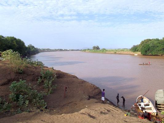 Le Fleuve Omo. A Omorate l'ethnie Dassanech. Voyage Séjour Trek Trekking Randonnée Road Trip en Ethiopie Visite de la Vallée de l'Omo en Ethiopie.