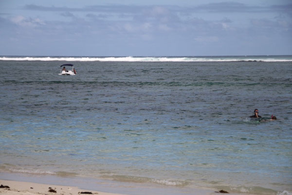 Das Riff ist etwa 500Meter weit draußen