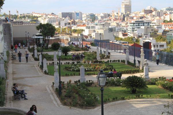 Vom Barrio Alto Blick über Lisboa