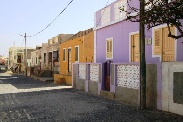 Straßenfront in Rabil (hier ist der Flughafen)