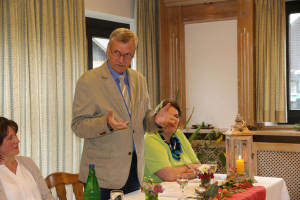 Heidmühlens Bürgermeister Carstensen stellt seine Gemeinde vor.