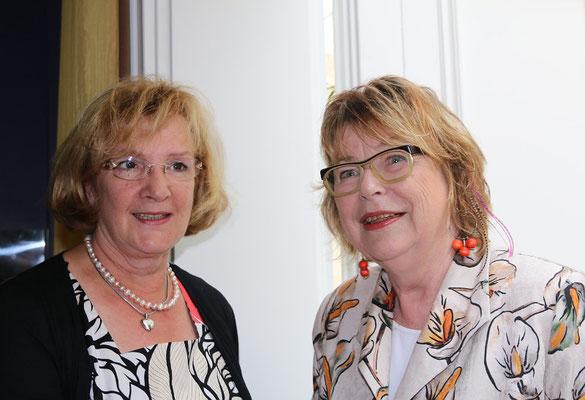 Jutta Neuber begrüßt die Bürgervorsteherin Ingrid Altner