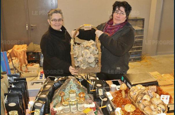 murielle sanz et corinne maitrejean - 10ème marché de noël de l'association llb - lons le saunier - jean paul barthelet - le progrès