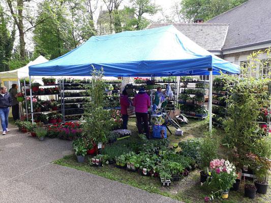 le stand de jean-luc, le jardinier, installé à messia sur sorne - foire aux plantes de lons le saunier - association llb