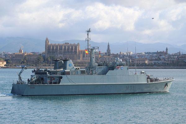 M-31 Segura saliendo de Palma el 13 de Mayo de 2018, porta el escudo de la OTAN y de NRF